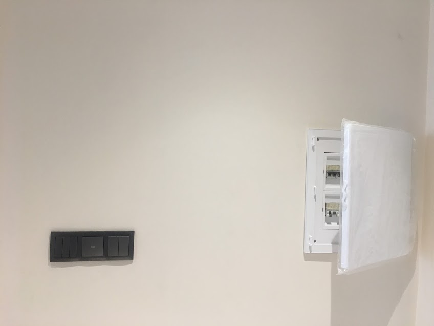 thiết bị điện efapel màu ghi đen